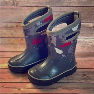 Toddler size 9 gray Bogs